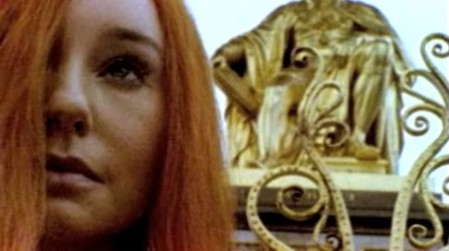 Image de la vidéo du single Welcome to England, extrait de l'album Abnormally Attracted to Sin de Tori Amos.