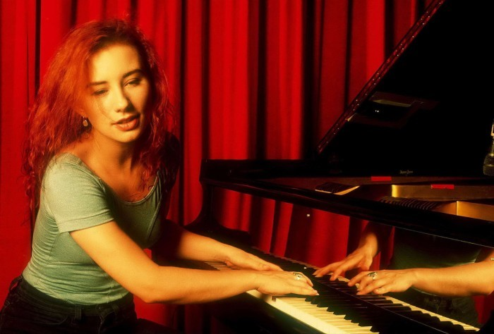 image tori amos piano little earthquakes 1992