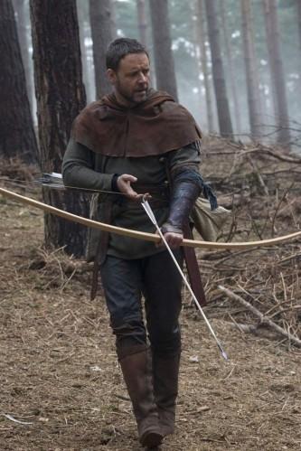 Robin (Russell Crowe) armé de son fidèle arc