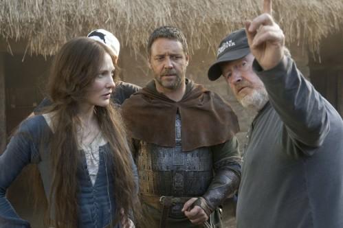 Ridley Scott dirigeant Cate Blanchett et Russell Crowe sur le tournage de Robin des Bois