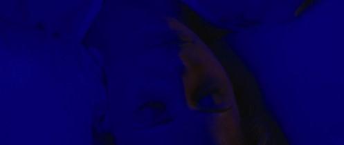 Veronika (Sarah Michelle Gellar) inconsciente après sa tentative de suicide