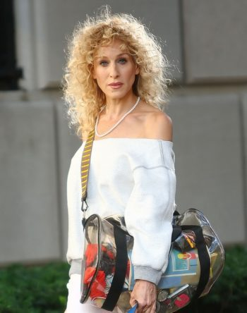 image sarah jessica parker en carrie bradshaw look années 80 dans film sex & the city 2