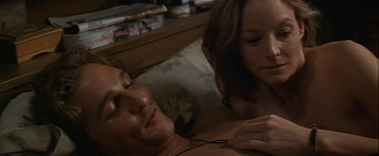 Palmer Joss (Matthew McConaughey) et Ellie (Jodie Foster), un prêcheur et une agnostique inséparables dans Contact de Robert Zemeckis