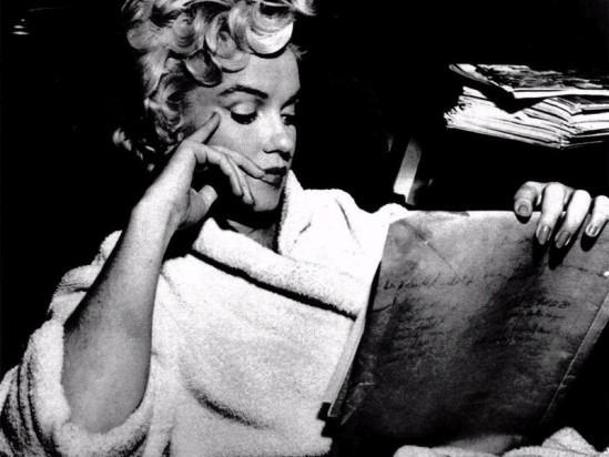 Inauguration de la rubrique Livres de mon blog. Photo: Marilyn Monroe en train de lire
