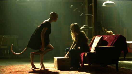 Dren (Delphine Chaneac), la jeune fille hybride et sa mère et créatrice Elsa (Sarah Polley) dans Splice de Vincenzo Natali.