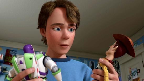 Toy Story 3: Andy (ici avec Buzz et Woody) a-t-il réellement tiré un trait sur son enfance?