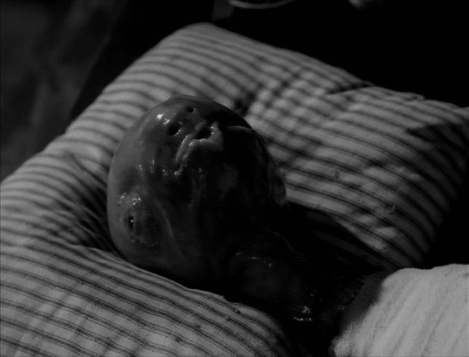 image créature bébé alitée eraserhead