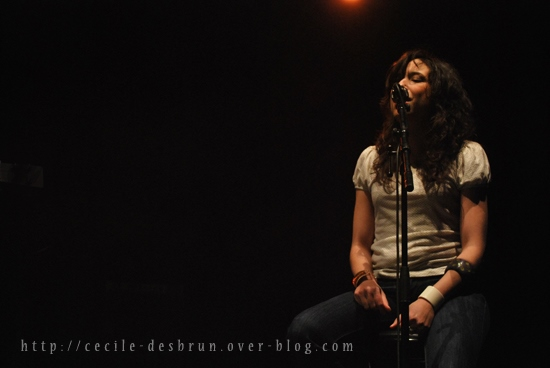 Djazia Satour assurait la 1ère partie d'Asa au Transbordeur de Lyon ce jeudi 24 février 2011. Photo : Cécile Desbrun.