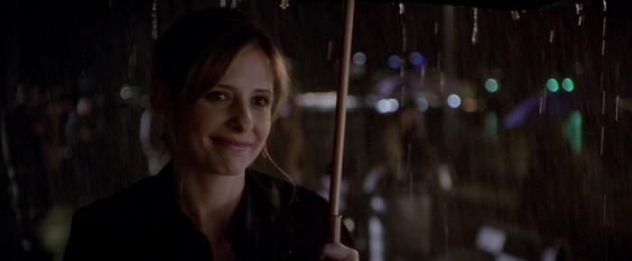 image sarah michelle gellar sous son parapluie film possession