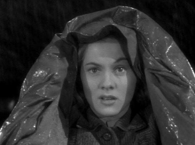image joan fontaine ciré pluie rebecca alfred hitchcock