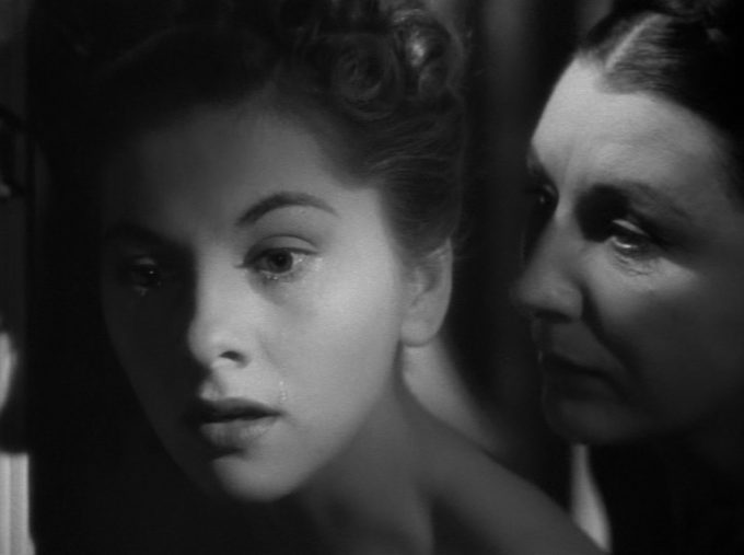 image pénombre joan fontaine judith anderson rebecca alfred hitchcock