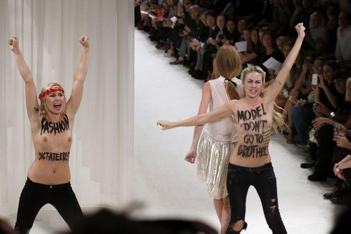 Les Femen font irruption au défilé Nina Ricci : une intervention confuse