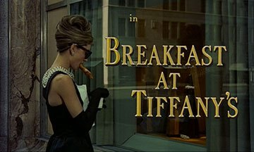 image générique croissant breakfast at tiffany's diamants sur canapé audrey hepburn