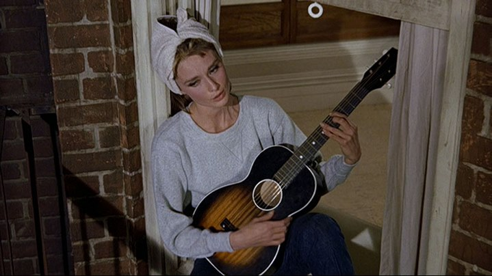 image audrey hepburn moonriver diamants sur canapé breakfast at tiffany's