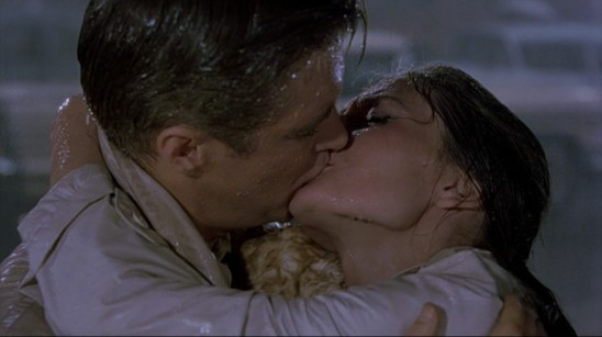 image audrey hepburn george peppard breakfast at tiffany's diamants sur canapé baiser fin