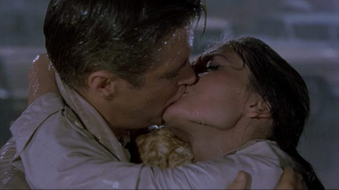 image baiser final george peppard audrey hepburn diamants sur canapé breakfast at tiffany's