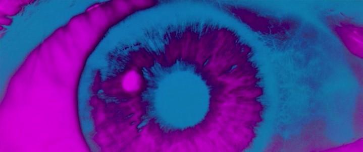 """L'oeil ouvert sur le cosmos infini dans la """"séquence-trip"""" de 2001 : l'odyssée de l'espace."""