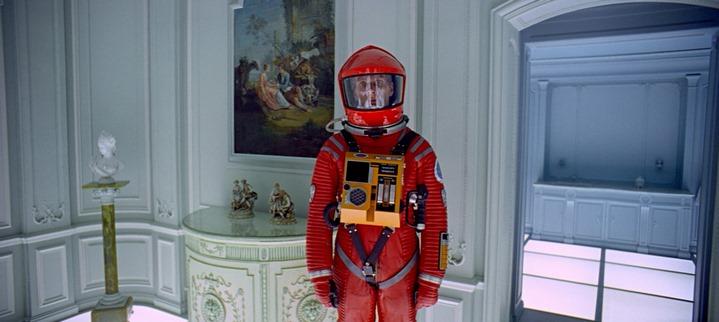 Dave Bowman dans la chambre d'hôtel, à la fin de 2001, l'Odyssée de l'espace.