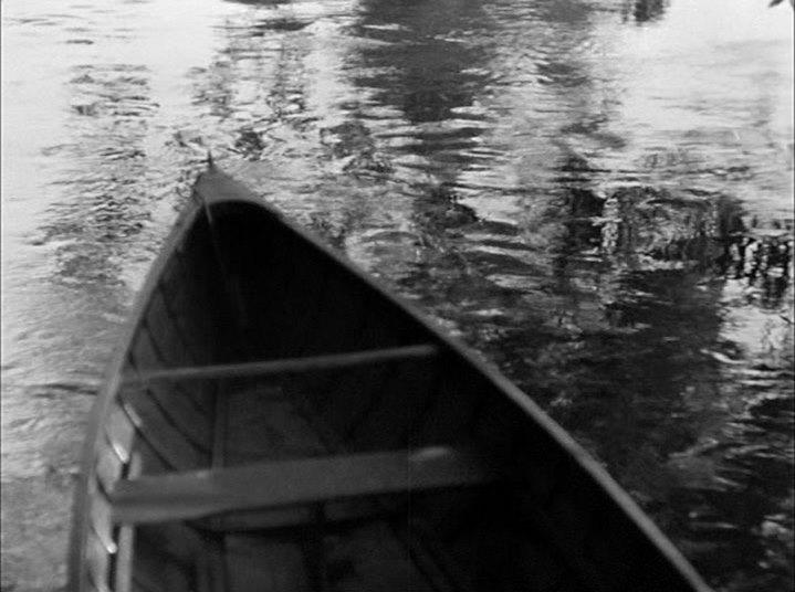 Une barque, dans Une Partie de Campagne de Jean Renoir.