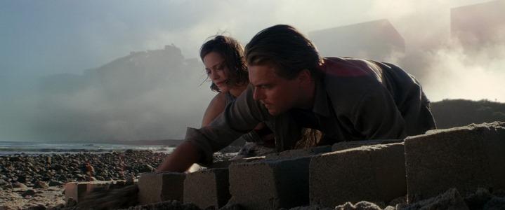 Mall (Marion Cotillard) et Dom Cobb (Leonardo DiCaprio) bâtissent leurs rêves dans les limbes d'Inception.