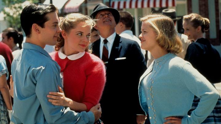 Reese Witherspoon et Tobey Maguire à la fin du film Plesantville.