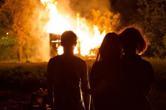 image christina hendricks saoirse ronan font face au feu dans lost river de ryan gosling