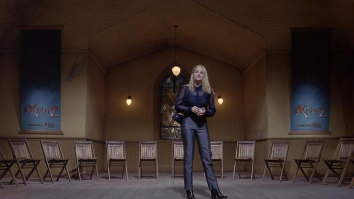 "La ""prêtresse du game-pod"" Allegra Geller (Jennifer Jason Leight) dans ""eXisteZ""."