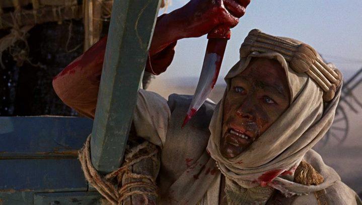 Lawrence d'Arabie (Peter O'Toole) terrorisé par sa soif de sang après le massacre de la caravane de blessés Turcs.