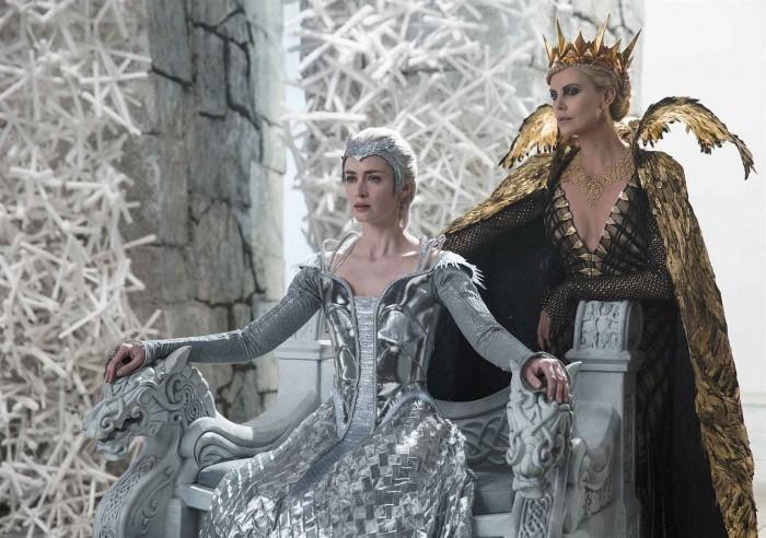 image emily blunt charlize theron le chasseur et la reine des glaces