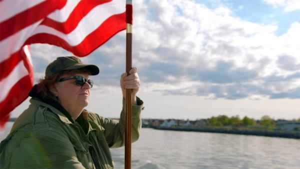 image michael moore where to invade next drapeau américain