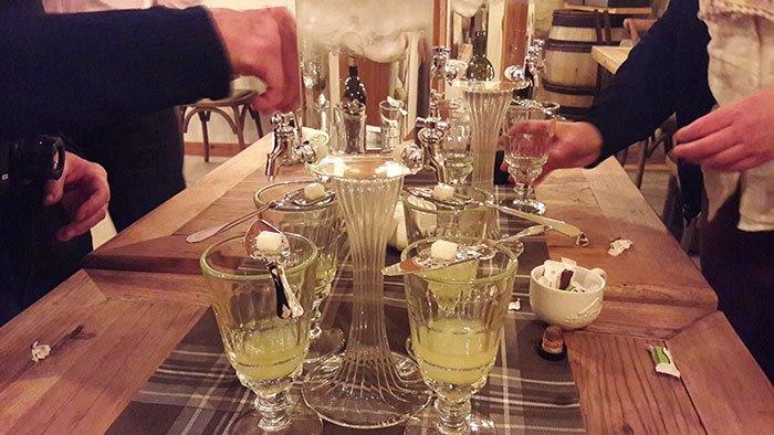 image dégustation d'absinthe l'atelier de donat