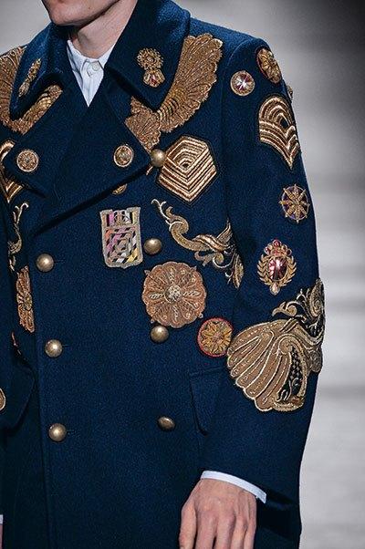 image veste militaire défilé dries van noten automne-hiver 2016-2017