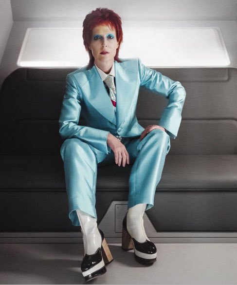 image gillian anderson dressed as david bowie american gods starz tv series