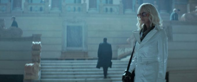 image charlize theron lunettes femme fatale atomic blonde