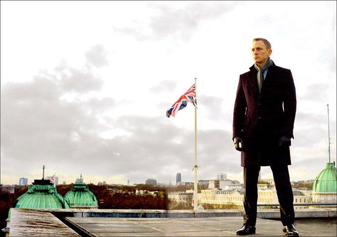 image daniel craig drapeau britannique james bond skyfall