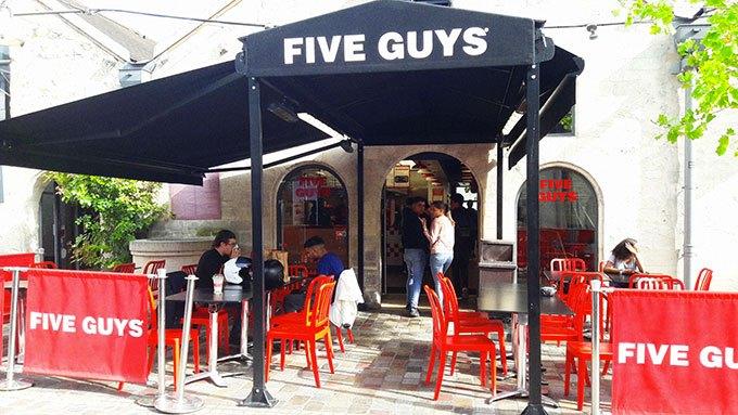 image extérieur restaurant bercy five guys paris