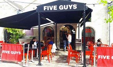 image gros plan restaurant five guys extérieur