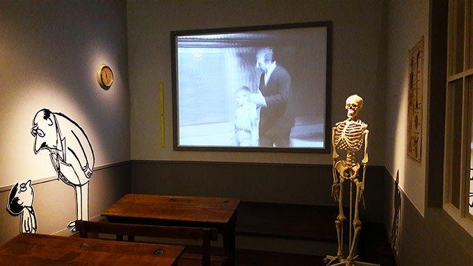 image salle de classe le petit nicolas exposition goscinny et le cinéma cinémathèque française paris