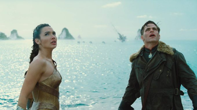 image gal gadot chris pine plage wonder woman film