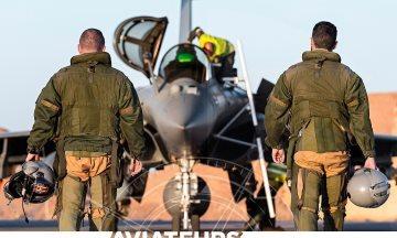 image critique aviateurs engages