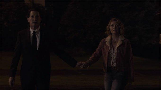 image dale cooper carrie page laura palmer main dans la main twin peaks saison 3 épisode 18