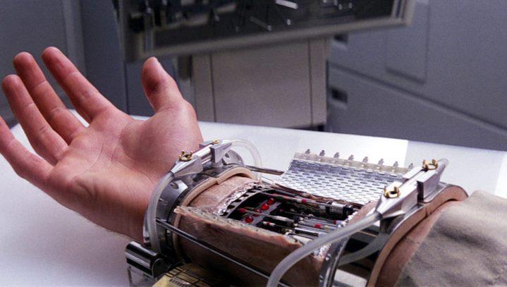 La main robotisée de Luke Skywalker dans Star Wars, Episode V, L'Empire contre-attaque