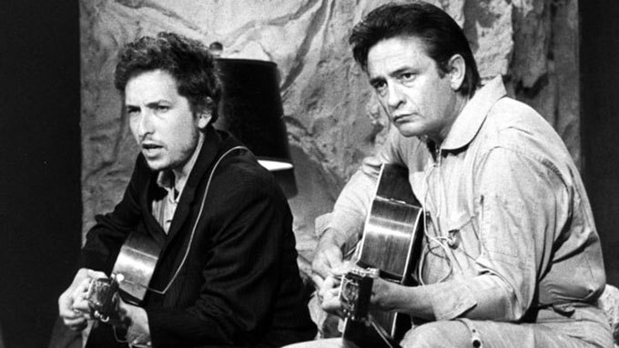 image bob dylan johnny cash chantent ensemble jouent guitare