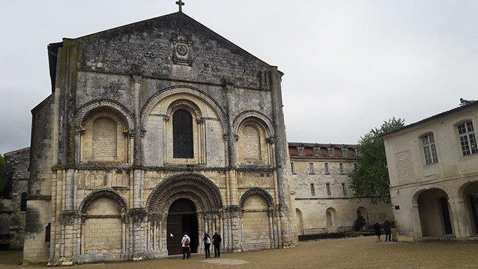 image église romane abbaye aux dames de saintes