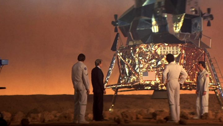 Une mission sur Mars filmée en studio dans le film Capricorn One de Peter Hyams.