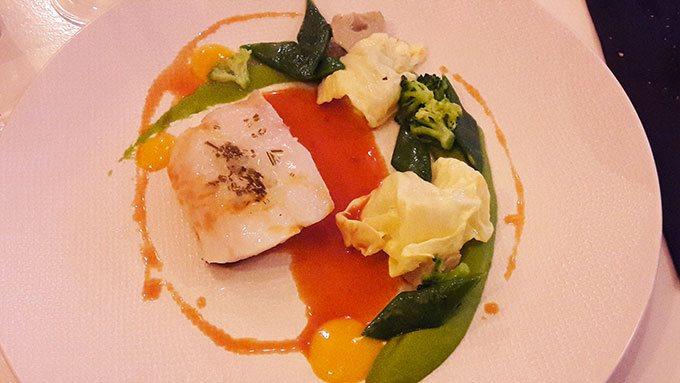image cabillaud basse température purée de petits pois condiment mandarine restaurant signature montmartre