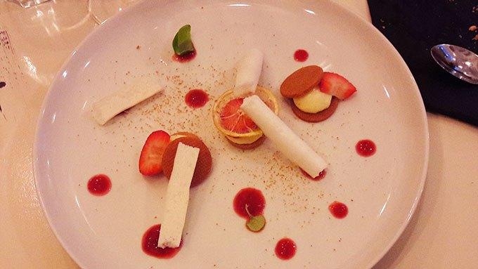 image tarte au citron coulis de fraise restaurant signature montmartre