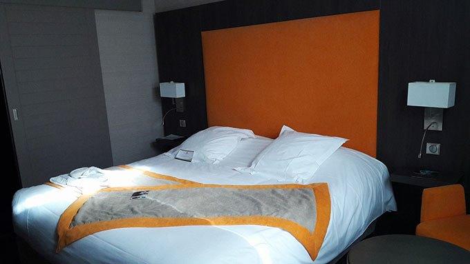 image chambre privilège hôtel 4 étoiles la charpinière saint-galmier