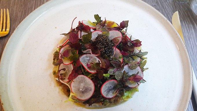 image carpaccio de bar caviar d'aubergine au wasabi caviar oscietre
