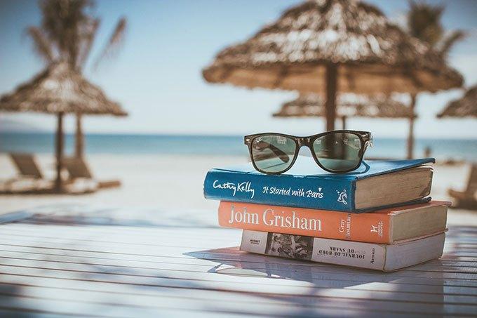 image pal livres lunettes de soleil plage